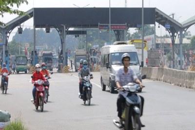 Trạm BOT thuộc huyện Trảng Bom, Đồng Nai. Người dân cho rằng BOT này đặt sai vị trí và mức phí trên trời. Hệ quả là ảnh hưởng đến người tham gia giao thông lẫn người dân xung quanh.