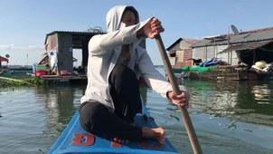 Người dân ở đây bám sông, hồ để kiếm sống mỗi ngày