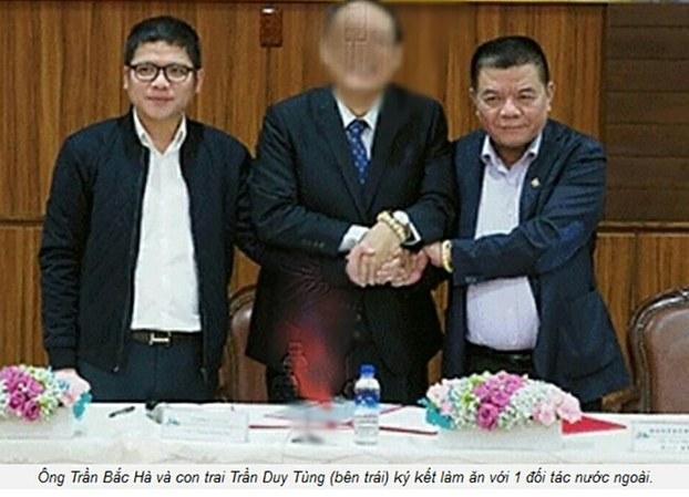 Bị can Trần Duy Tùng (bìa trái), con trai của ông Trần Bắc Hà (bìa phải), đang bị truy nã.