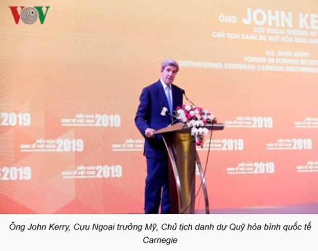 """Cựu Ngoại trưởng Hoa Kỳ John Kerry phát biểu tại Hội thảo chuyên đề về """"Chủ động ứng phó với biến đổi khí hậu và củng cố an ninh năng lượng, đảm bảo phát triển bền vững"""" và Triển lãm """"Công nghệ năng lượng mới"""", ngày 17/01/19."""