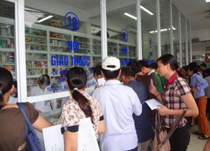 Quầy thuốc tại bệnh viện Bạch Mai, Hà Nội hôm 10/8/2012