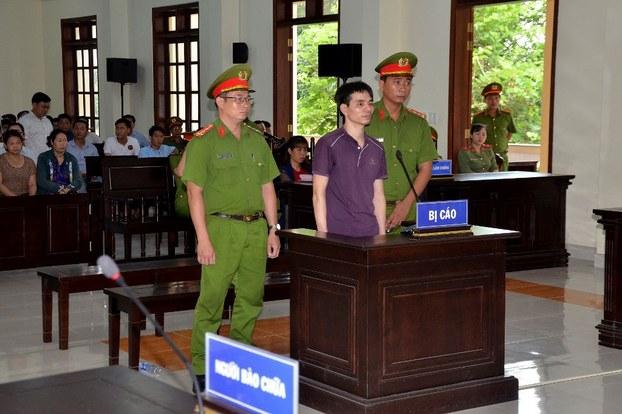 Ảnh minh họa: Nhà hoạt động môi trường - Kỹ sư Nguyễn Ngọc Ánh tại Tòa án Nhân dân tỉnh Bến Tre hôm 6/6/2019.