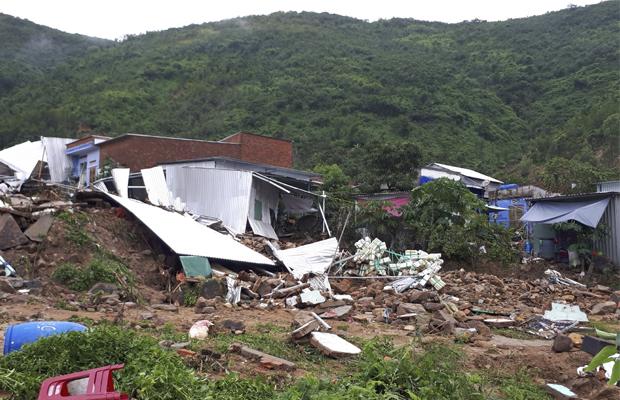 Sạt lở đất tại Nha Trang hôm 18/11.