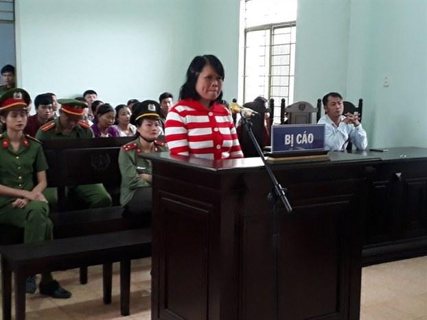 Bà Nguyễn Thị Huệ tại tòa ở tỉnh Gia Lai hôm 17/10/2019