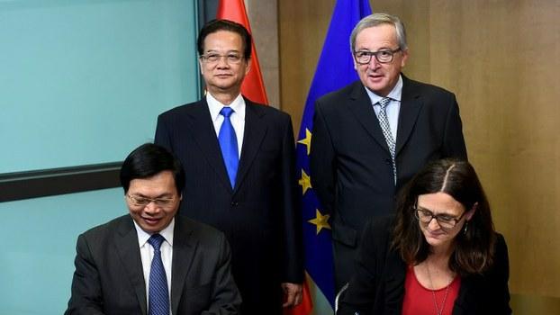Hiệp định Thương mại tự do giữa Việt Nam và Liên minh châu Âu (EU) được Bộ trưởng Công Thương Vũ Huy Hoàng và Cao ủy Thương mại EU - bà Cecilia Malmstrom ký kết tại Ủy ban châu Âu, Brussels vào ngày 2/12/2015.