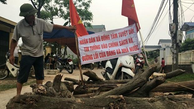 Hình minh hoạ. Đươngf vào xã Đồng Tâm bị chặn sau vụ đụng độ giữa công an và người dân hồi tháng 4 năm 2017