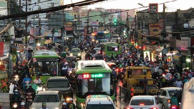 Ảnh minh họa. Xe cộ lưu thông trên 1 đoạn đường phố ở Sài Gòn hôm 26/10/2018.
