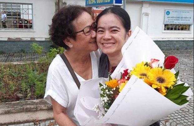 TNLT Nguyễn Đặng Minh Mẫn (phải) và mẹ hôm 2/8/2019
