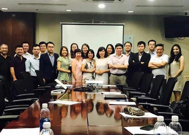Luật sư Trần Vũ Hải chụp hình cùng các nhân viên tại văn phòng sau tuyên bố tạm nghỉ ngơi hôm 3/7/2019