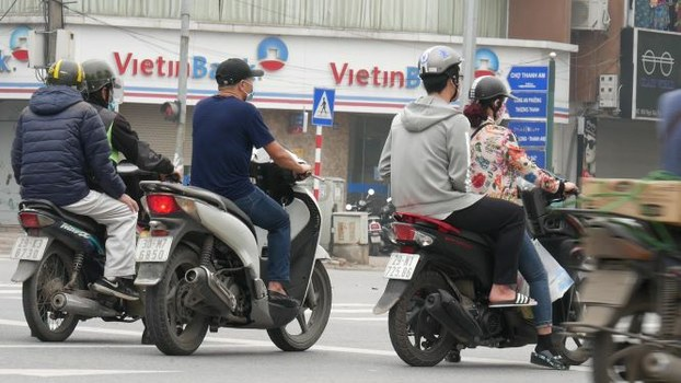 Hai ngày nay người dân Hà Nội bắt đầu túa ra đường trở lại