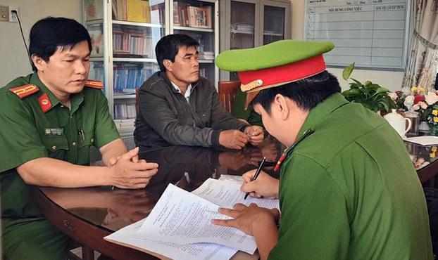 Cơ quan CSĐT Công an tỉnh Phú Yên lập biên bản bắt tạm giam, khám xét nơi ở và làm việc của ông Nguyễn Văn Tiên hôm 19/2/2020.