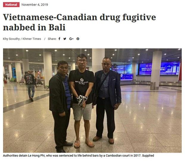 Ông Lê Hồng Phi (giữa) bị bắt ở Bali, Indonesia ngày 25/10/19.