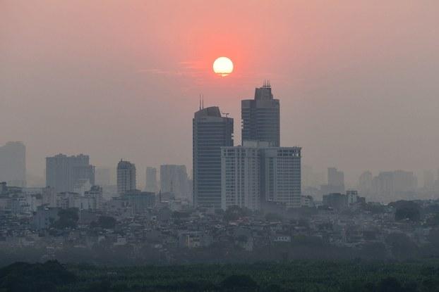 Hình minh họa. Bầu trời Hà Nội bị phủ một làn sương mù do bụi hôm 27/9/2019