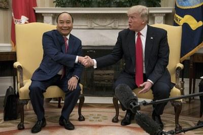 Tổng thống Hoa Kỳ Donald Trump tiếp Thủ tướng Nguyễn Xuân Phúc của Việt Nam tại Nhà Trắng vào chiều ngày 31 tháng 5 năm 2017.