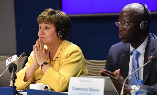 Ảnh minh họa. Ông Ousmane Dione, Giám đốc Ngân hàng Thế giới tại Việt Nam (bên phải) và bà Kristalina Georgieva, Gám đốc Ngân hàng Thế giới, tại một buổi họp báo ở Hà Nội, hồi tháng 3/2017.